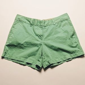 Vineyard Vines Shorts Green size 8 5 inch inseam